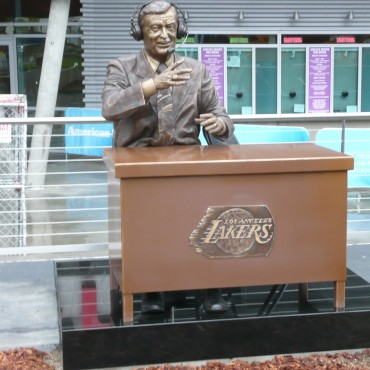 LA-Lakers-Chick-Hearn-370x370
